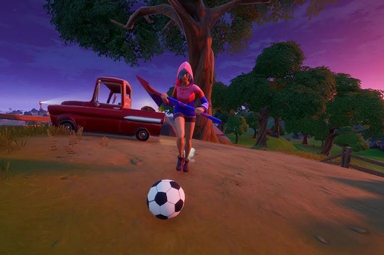 Пните мяч